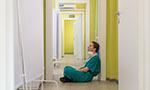 Linha de frente: o trabalho emocional de enfermeiros no cuidado de pessoas com COVID-19